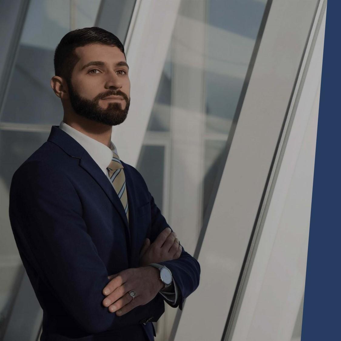 Portrait Volkan Özcan Unternehmensberater mit den Schwerpunkten Businessplan, Förderung, Gesellschaftsvertrag, Digitalisierung, Website, Social Media und Datenschutz